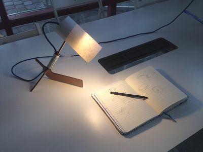 Lampe_de_bureau_en_bois_personnalisable_IMG_4954.jpg