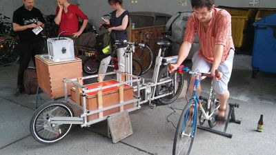 Mobile_renewable_energy_platform_on_a_cargo_bike_13482811_1691051441158520_2298822463244088947_o.jpg