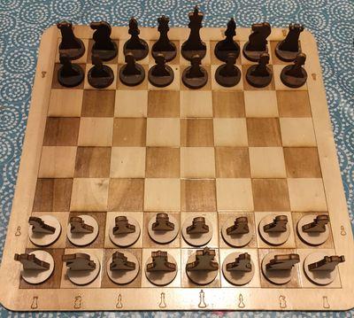 Jeu_de_dames_et_d'échecs_echiquier_termin_.jpg