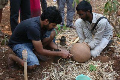 Clay-pot-irrigation_system_(Aranya_Agricultural_Alternatives_method)_SIY-TS-20-007-ClaypotIrrigationSystemAranyaMethod-Pic000.jpg