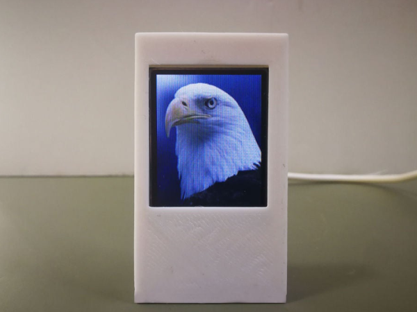 Cheap_and_Cute_Digital_PhotoFrame_Without_SD_Card_on_ESP8266and1-8inch_TFT_001.jpg
