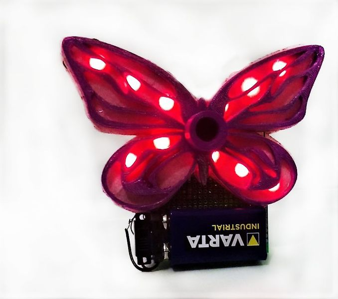 Fichier:Glowing LED Butterfly FQW0YDBK437EPLB.LARGE.jpg