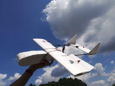 Drone_aile_à_empennage_double_-_version_léger_-_OIO_Wilbur_Light.jpg
