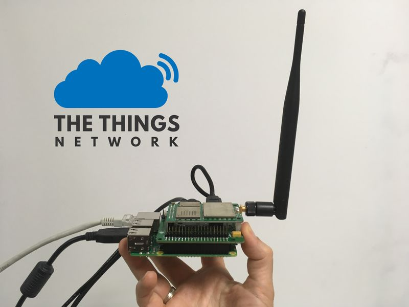 Déployer une passerelle LoRaWAN pour The Things Network kit-seeed-antenne-logo-ttn.jpg